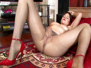 Lucy.Love.My.Hot.Pantyhose.Puss