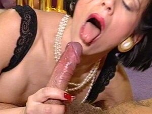Mature bitch enjoys hot hardcore fucking in hairy pussy